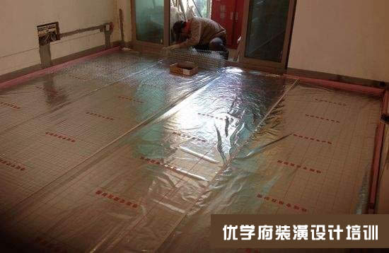 地板表面覆盖一层保护层